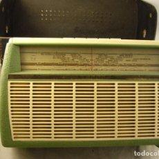 Radios antiguas: ANTIGUA RADIO PHILIPS SIN PROBAR CON FUNA ORIGINAL PERO EN MAL ESTADO FOTOS DEL INTERIOR. Lote 104271219