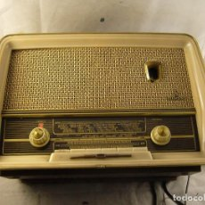 Radios antiguas: ANTIGUA RADIO DE MADERA SIEMENS SIN PROBAR CON UN BOTON ROTO. Lote 104436859