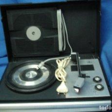 Radios antiguas: ANTIGUO TOCADISCOS COSMO, MDLO. A 2210 - BIEN CUIDADO - REVISADO Y FUNCIONA BIEN. Lote 104739123