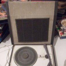 Radios antiguas: TOCADISCOS PORTATIL MALETA - ORLADOR 2000 CIRCULO INTERNACIONAL - SIN AGUJA PERO FUNCIONANDO. Lote 105337603