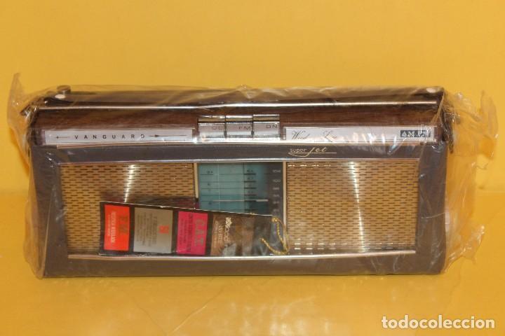 Radios antiguas: ANTIGUA RADIO TRANSISTOR VANGUARD - SUPER JET - AÑOS 60 NUEVA EN SU CAJA - Foto 9 - 105798939