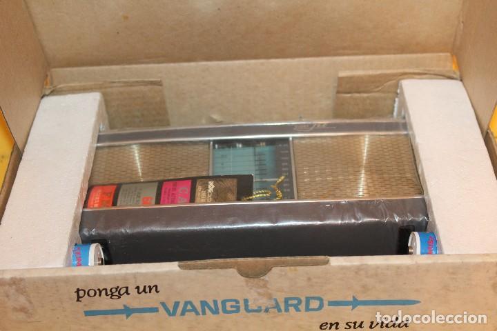 Radios antiguas: ANTIGUA RADIO TRANSISTOR VANGUARD - SUPER JET - AÑOS 60 NUEVA EN SU CAJA - Foto 30 - 105798939