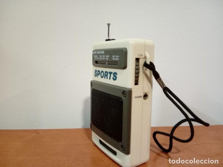 Radios antiguas: 90-Radio transistor de mano SPORTS - Foto 2 - 105804651