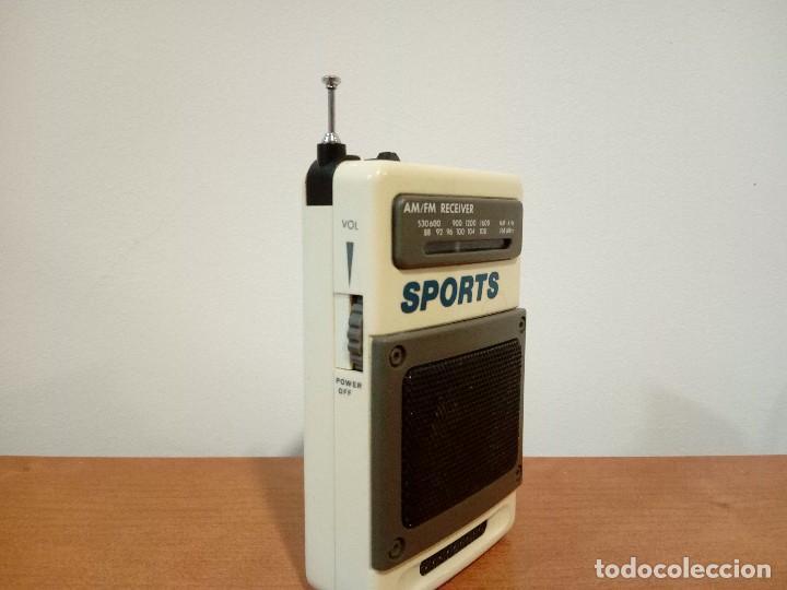 Radios antiguas: 90-Radio transistor de mano SPORTS - Foto 4 - 105804651