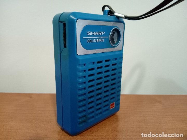 Radios antiguas: Radio transistor de mano Sharp - Foto 4 - 106685083
