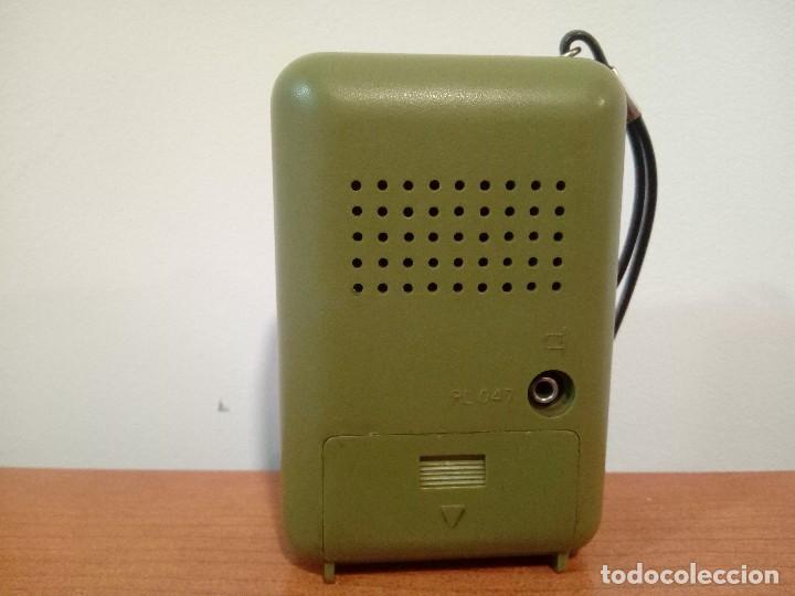 Radios antiguas: Radio transistor de mano Philips RL047 - Foto 3 - 108032335