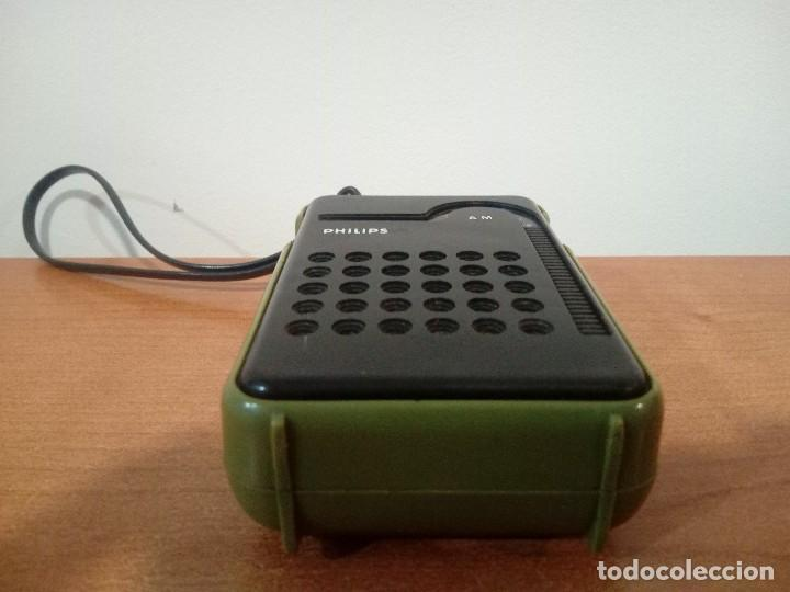 Radios antiguas: Radio transistor de mano Philips RL047 - Foto 5 - 108032335