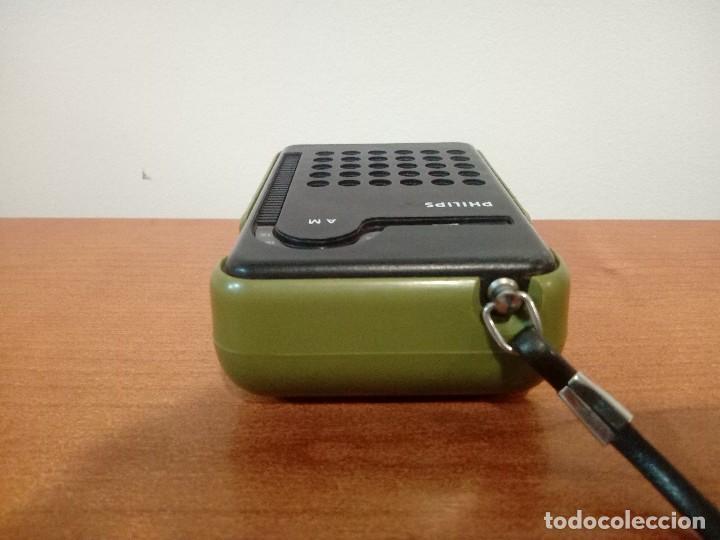 Radios antiguas: Radio transistor de mano Philips RL047 - Foto 6 - 108032335
