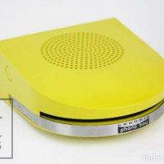Radios antiguas: REPRODUCTOR DE VINILOS / COMEDISCOS PHONO BOY / PHONOBOY, DE GRUNDIG - AMARILLO / VERDE - AÑOS 60-70. Lote 108441303