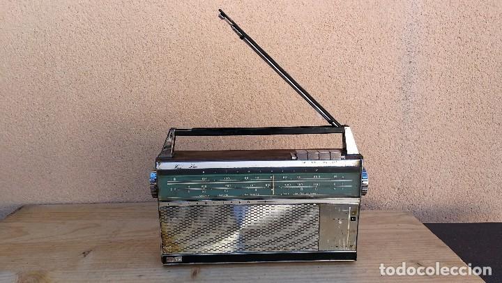 Radios antiguas: RADIO TRANSISTOR MARCA VANGUARD MODELO RELAY NO FUNCIONA, NECESITA LIMPIEZA - Foto 2 - 110043571