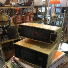 Radios antiguas: RADIO DESPERTADOR DE DISEÑO MARCA GRAETZ MODELO FORM 99 DEL AÑO 1974. Lote 112206795