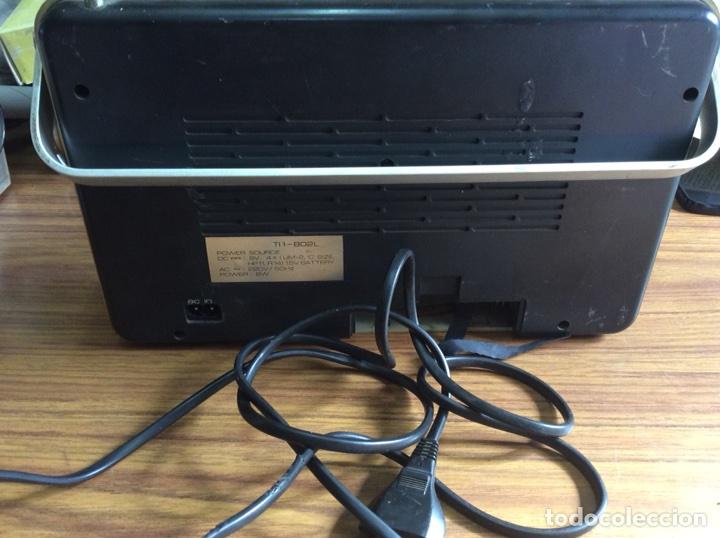 Radios antiguas: TRES RADIOS-DOS CON CASSETTE GRABADOR-ANTIGUAS. - Foto 10 - 112323738