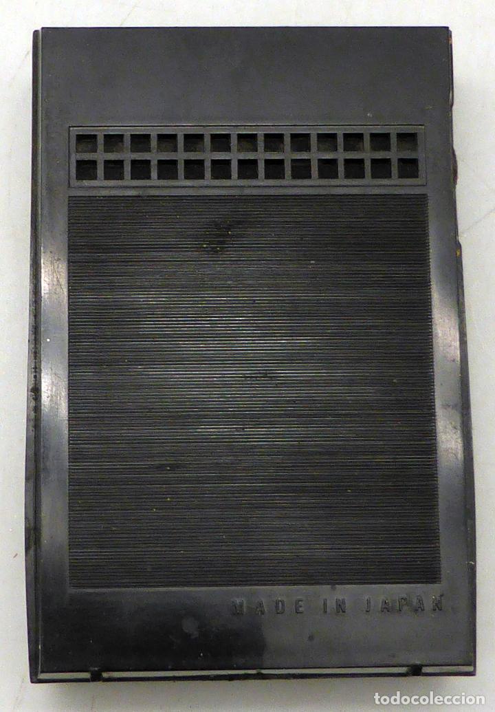 Radios antiguas: Transistor Sharp AM Made in Japan con funda cuero años 70 funciona - Foto 4 - 112887875