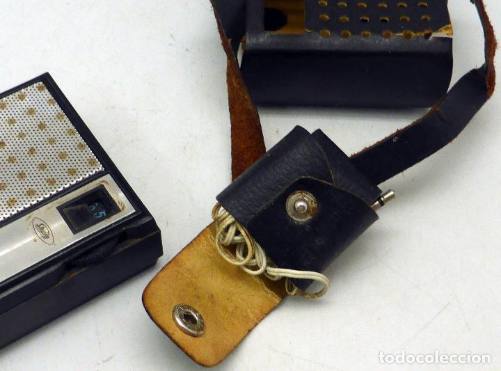 Radios antiguas: Transistor Sharp AM Made in Japan con funda cuero años 70 funciona - Foto 5 - 112887875