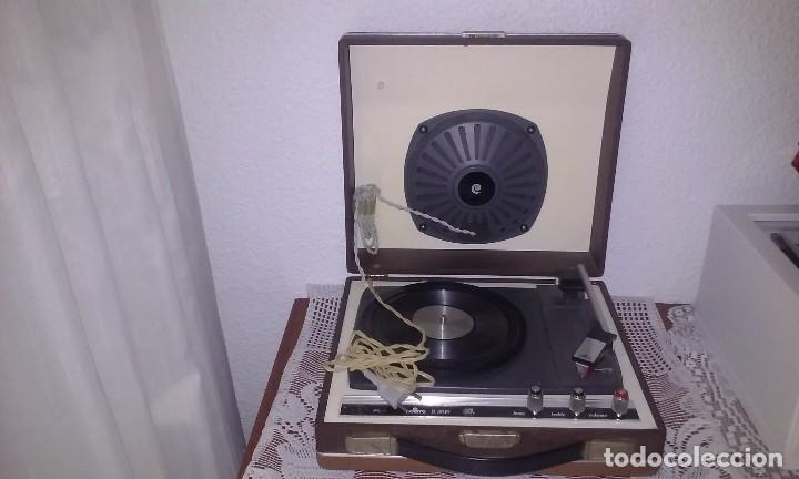 TOCADISCOS ANTIGUO MARCA *COSMO* FUNCIONANDO (Radios, Gramófonos, Grabadoras y Otros - Transistores, Pick-ups y Otros)
