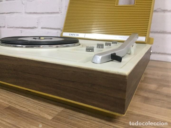 Radios antiguas: Radio tocadiscos CARVEN color mostaza - Foto 12 - 102799874