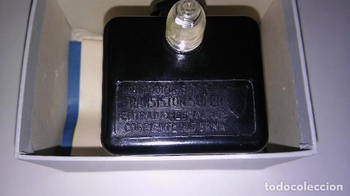 Radios antiguas: Único antiguo transistor super cargador audífono (baquelita), caja original instrucciones, 1950-1960 - Foto 10 - 114444519