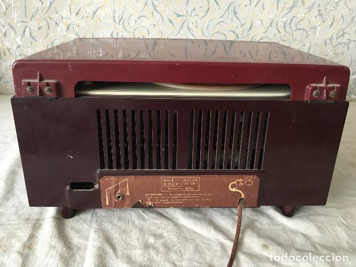 Radios antiguas: RADIOLA TOCADISCOS CON RADIO. RADIO FUNCIONA A 220V - Foto 19 - 114900287