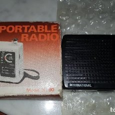 Radios antiguas: PEQUEÑA RADIO TRANSISTOR PORTABLE INTERNACIONAL MODELO IC 90 NEGRA.. Lote 115141303