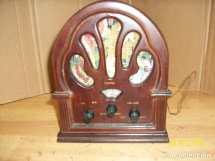 RADIO A PILAS-FUNCIONA (Radios, Gramófonos, Grabadoras y Otros - Transistores, Pick-ups y Otros)