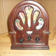 Radios antiguas: RADIO A PILAS-FUNCIONA. Lote 119520411