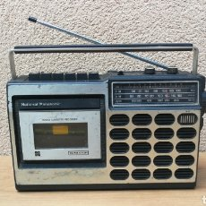 Radios antiguas: RADIO TRANSISTOR CASSETTE NATIONAL PANASONIC FUNCIONANDO CASSETTE SE ESCUCHA BAJO. Lote 120260604