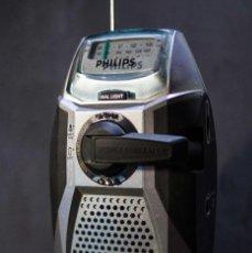 Radios antiguas: RADIO PHILIPS AE 1000 CON DINAMO FUNCIONANDO BIEN. Lote 122226099