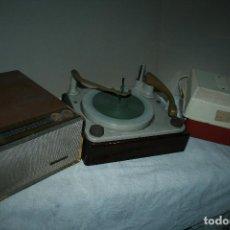 Radios antiguas: LOTE DE TOCADISCOS MARCAS PHILIPS,BSR Y CROWN. NO PROBADOS. PARA ARREGLAR O PIEZAS. FOTOS. Lote 122491835