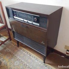 Radios antiguas: RADIO TOCADISCOS CON MUEBLE MOD. COMO 6 DE GRUNDIG AÑOS 70. Lote 124453547