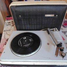 Radios antiguas: TOCADISCOS - PHILIPS - MODELO DIAMOND STEREO AÑOS 60. VINTAGE. PORTATIL.. Lote 125244967