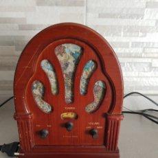 Radios antiguas: RADIO VINTAGE DE MADERA, IMITACIÓN ANTIGUA. Lote 126174779