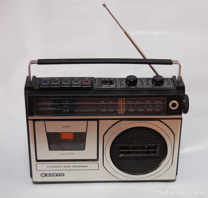 RADIO CASETTE SANYO VINTAGE FUNCIONANDO (Radios, Gramófonos, Grabadoras y Otros - Transistores, Pick-ups y Otros)