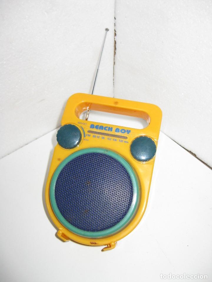 ANTIGUO RADIO A PILAS (Radios, Gramófonos, Grabadoras y Otros - Transistores, Pick-ups y Otros)