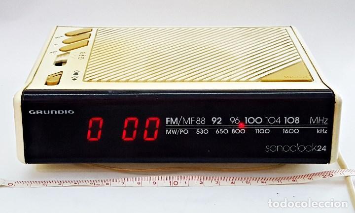 RADIO RELOJ GRUNDIG SONOCLOK 24 (Radios, Gramófonos, Grabadoras y Otros - Transistores, Pick-ups y Otros)