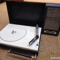 Radios antiguas: TOCADISCOS PORTÁTIL PHILIPS 110. Lote 127859599