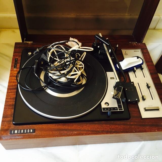 Radios antiguas: Tocadiscos emerson con sus altavoces en madera - Foto 2 - 127968656