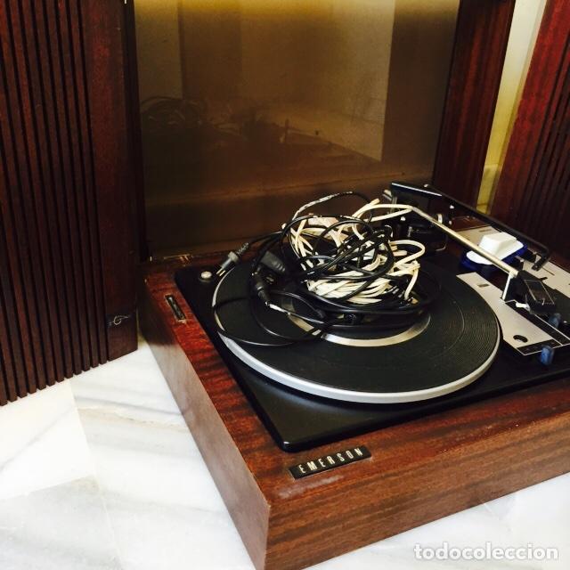 Radios antiguas: Tocadiscos emerson con sus altavoces en madera - Foto 5 - 127968656