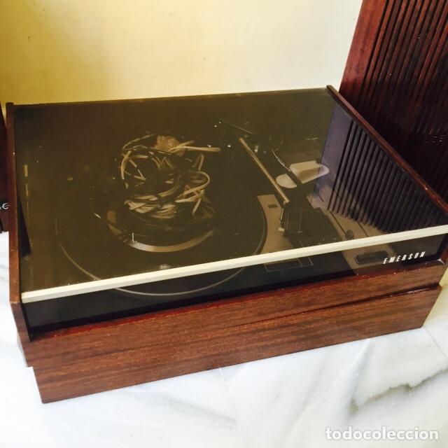 Radios antiguas: Tocadiscos emerson con sus altavoces en madera - Foto 6 - 127968656