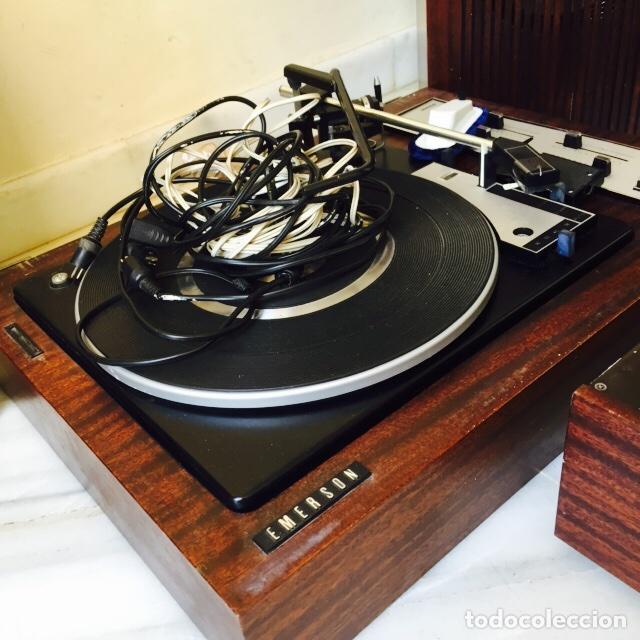 Radios antiguas: Tocadiscos emerson con sus altavoces en madera - Foto 8 - 127968656
