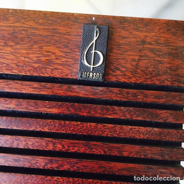 Radios antiguas: Tocadiscos emerson con sus altavoces en madera - Foto 12 - 127968656