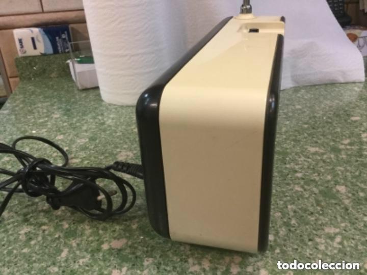 Radios antiguas: Radio transistor LAVIS AM/FM, mod. 990 SOLID STATE a corriente y a pilas - Foto 3 - 128640555
