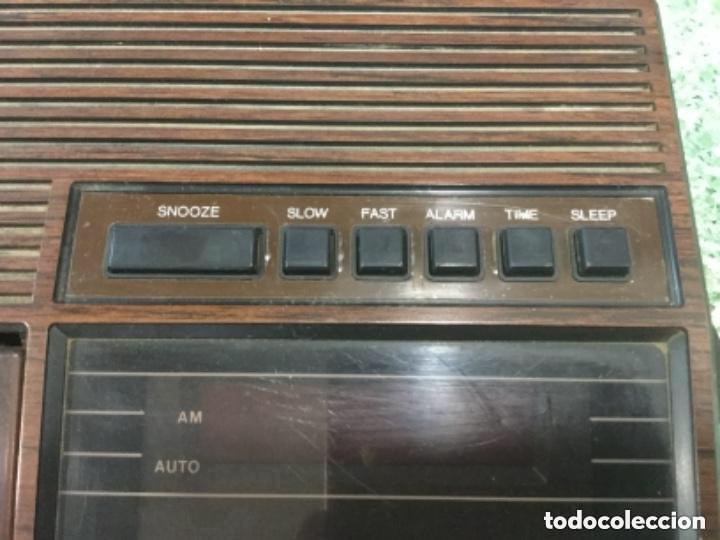 Radios antiguas: Teléfono contestador con radio y reloj.- Marca International, modelo TL-6830 - Foto 2 - 128641063
