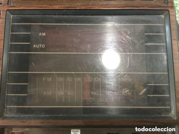 Radios antiguas: Teléfono contestador con radio y reloj.- Marca International, modelo TL-6830 - Foto 3 - 128641063