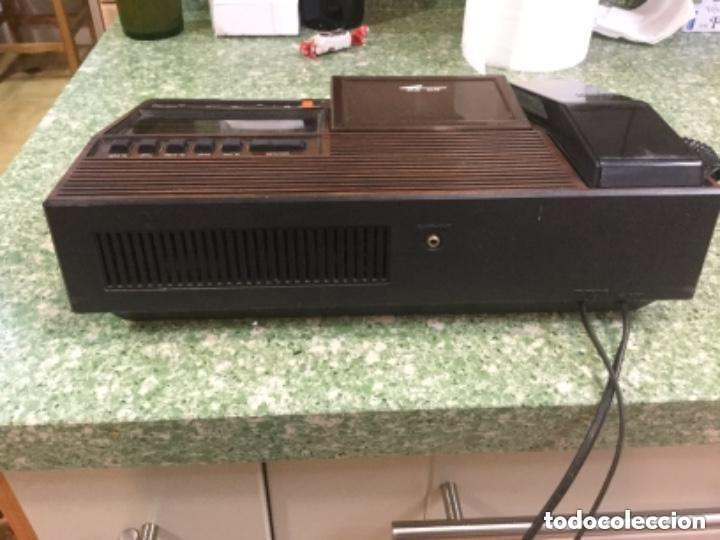 Radios antiguas: Teléfono contestador con radio y reloj.- Marca International, modelo TL-6830 - Foto 14 - 128641063
