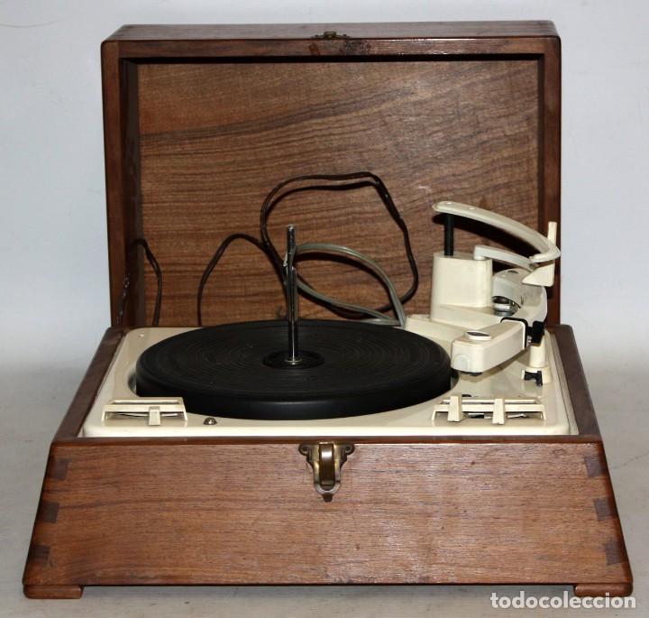 ANTIGUO TOCADISCOS INGLES DE LA MARCA GARRARD. MODELO 210. CON MALETA. BUEN ESTADO (Radios, Gramófonos, Grabadoras y Otros - Transistores, Pick-ups y Otros)