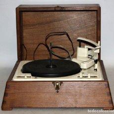 Radios antiguas: ANTIGUO TOCADISCOS INGLES DE LA MARCA GARRARD. MODELO 210. CON MALETA. BUEN ESTADO. Lote 129234215