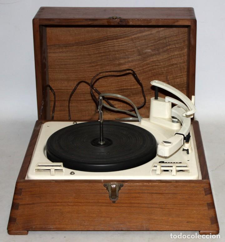Radios antiguas: ANTIGUO TOCADISCOS INGLES DE LA MARCA GARRARD. MODELO 210. CON MALETA. BUEN ESTADO - Foto 2 - 129234215