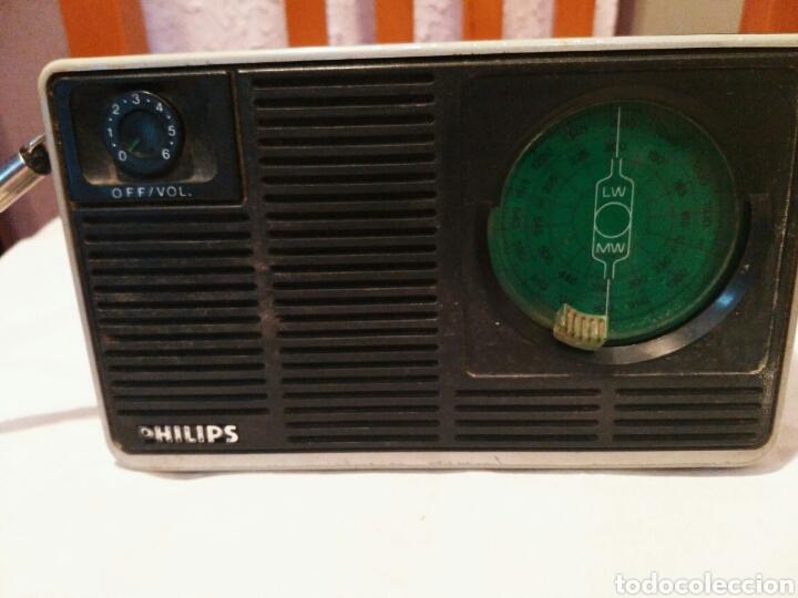 Radios antiguas: RADIO TRANSISTOR PHILIPS, AÑOS 60 o 70 - Foto 3 - 129481991