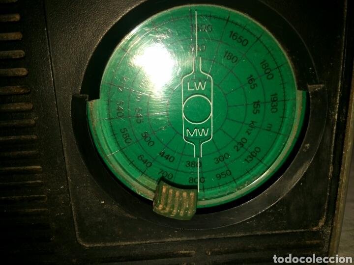 Radios antiguas: RADIO TRANSISTOR PHILIPS, AÑOS 60 o 70 - Foto 4 - 129481991