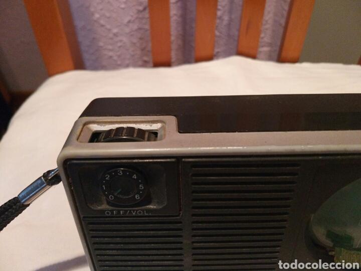 Radios antiguas: RADIO TRANSISTOR PHILIPS, AÑOS 60 o 70 - Foto 5 - 129481991